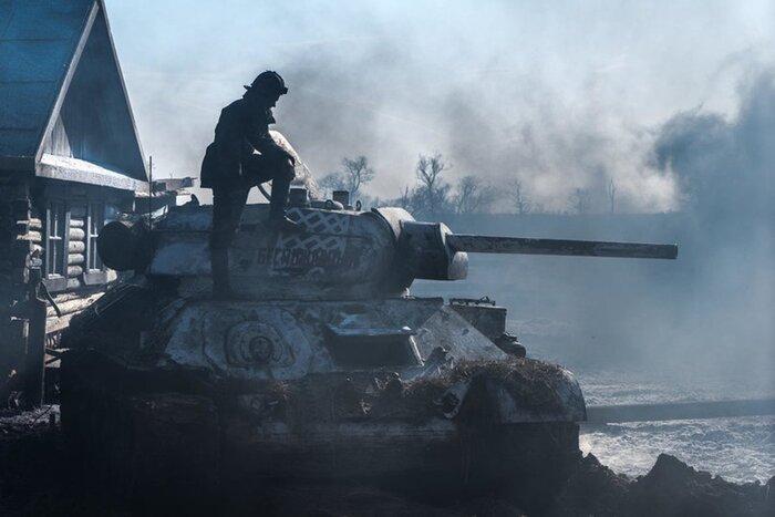 «Индустрия кино»: про «Т-34»говорят звёзды исоздатели фильма