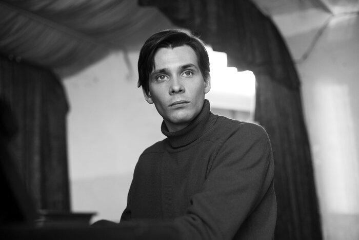 «Этот фильм просто про меня»: Антон Риваль о «Французе»