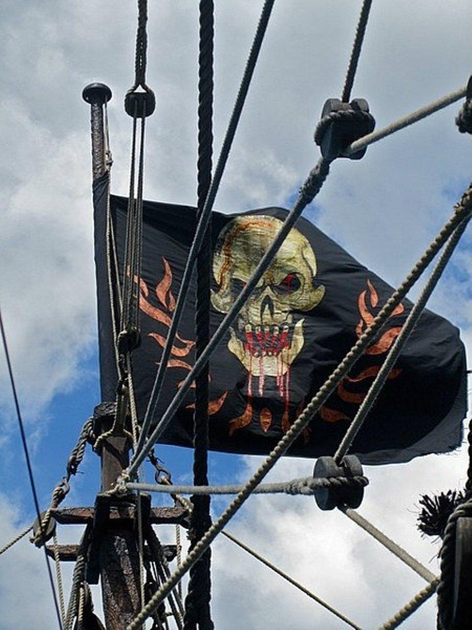 пираты карибского моря флаг фото часы серебра просто