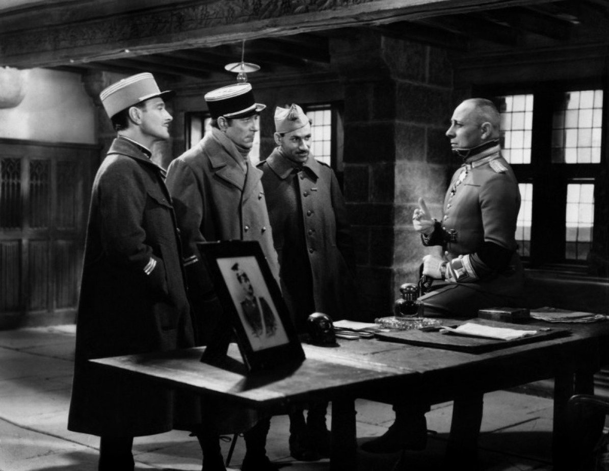 film analysis la grande illusion And a very astute analysis of the film revisits the film's castle location and a short film, la la grande illusion is a film that belongs.