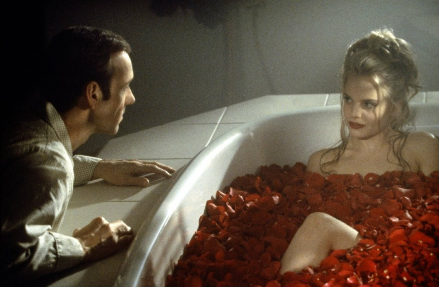 american beauty lighting essay Existentialism: american beauty american beauty is a movie that sets in suburban america the story is about lester, whom is a middle-aged writer working in a magazine company he was having a midlife crisis where he felt lonely and numbed by continuous unchanging routine of his everyday life.