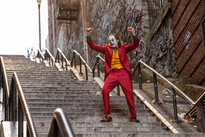 Эксперт моды отнёс костюм Джокера к трендам 2020 года