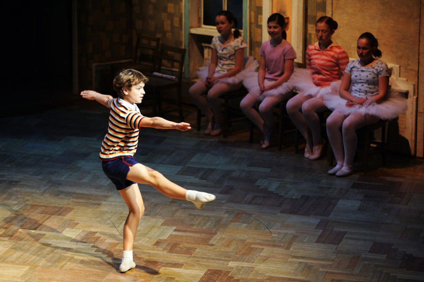 billy elliot essays Billy elliot and margaret thatcher essay - the film, billy elliot, is about the social and personal crisis and the everyday life during the era of margaret thatcher it is also about the social differences and stereotypes which still exist in the society.